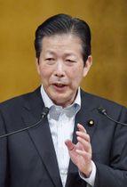講演する公明党の山口代表=21日午後、東京都港区