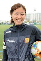 INAC神戸に新加入した徳島市出身の吉田凪沙選手=神戸市の神戸レディースフットボールセンター
