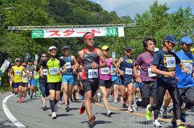 昨年のあかぎ大沼・白樺マラソン大会。湖畔周回のコースは平地より10度ほど涼しい