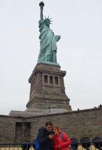 22日、一般公開が再開した自由の女神像=ニューヨーク(共同)