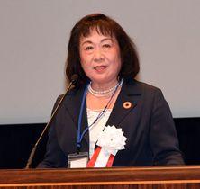 あいさつする日本認知症グループホーム協会の河崎会長