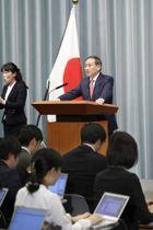 菅官房長官の記者会見=昨年12月、首相官邸