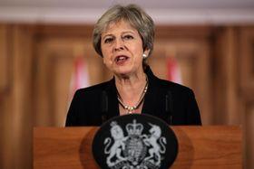 EU離脱方針を巡る声明を発表する英国のメイ首相=21日、ロンドン(ゲッティ=共同)