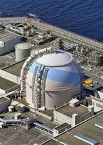 発電と送電を再開した九州電力の玄海原発3号機=18日午後、佐賀県玄海町(共同通信社ヘリから)