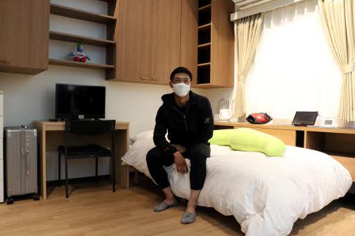 「自身の再現部屋」に中村奨成選手驚き 廿日市の若鯉展訪問