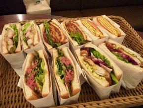各種のトーストサンドイッチ