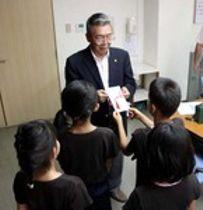 養護施設の子どもをカープ戦招待