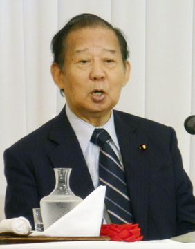 講演する自民党の二階俊博幹事長=6月26日午後、東京都内のホテル