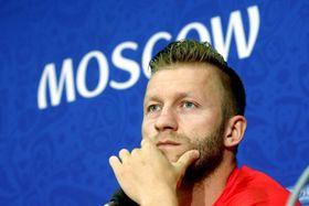 記者会見するポーランドのブワシュチコフスキ=18日、モスクワ(ロイター=共同)