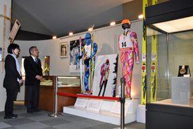 八幡平市博物館で始まった三ケ田礼一さんゆかりの品を紹介する特別展。同市出身選手の平昌五輪での活躍を期待し急きょ企画した