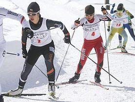 女子スプリント決勝 2年連続優勝した祖父江凜(飯山・左)と2位に入った高橋莉那(白馬・中央)