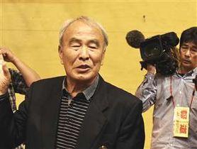 吉田投手のプロ入り表明について取材に応じる嶋崎元監督