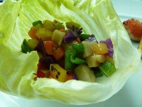 「8種の野菜のレタス包み スパイスをきかせて」