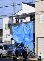 一家殺傷事件があった大阪府門真市の住宅=2016年10月