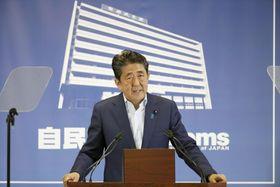参院選の結果を受け記者会見する自民党総裁の安倍首相=22日午後、東京・永田町の党本部