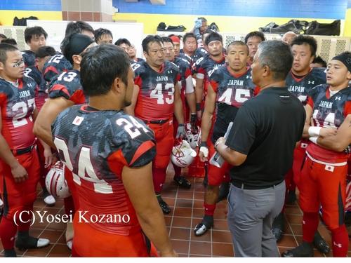 試合前、選手たちの士気を鼓舞する森HC=撮影:Yosei Kozano