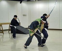 演劇「約定の城~九戸城異聞」の本番に向け、稽古に励む出演者ら