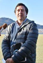 釜石鵜住居復興スタジアムを視察したウルグアイ代表のサンティアゴ・スリンガーチームマネジャー