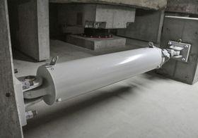 KYB製の免震用オイルダンパー