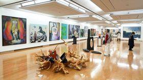 絵画や彫刻などの秀作が集まった二科展の会場(12日、京都市左京区・市美術館別館)=撮影・船越正宏