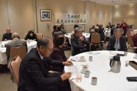 投稿者が交流を深めた「茨城新聞県民の声友の会」総会=水戸市泉町