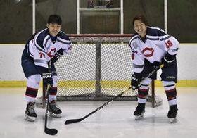 ユニバーシアード男子日本代表に選ばれた宮本(左)と徳光=日光霧降アイスアリーナ