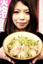 脂の乗った切り身をたっぷり味わえるサワラ丼=洲本市役所