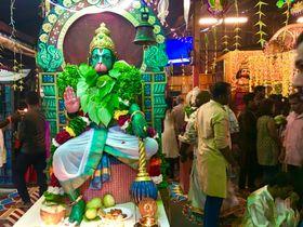 ヒンズー教の神ハヌマーン。ヒンズー教は神様の数が多いことで知られている=海野麻美撮影