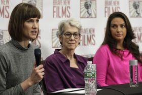 トランプ米大統領からセクハラされたと訴え、記者会見する女性3人=11日、米ニューヨーク(AP=共同)