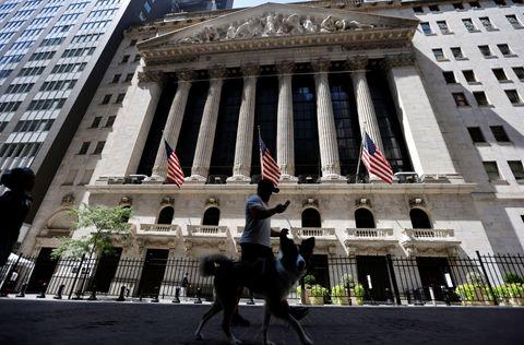NY株反落、104ドル安