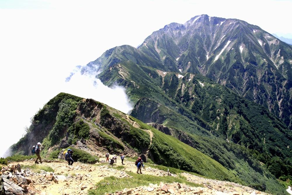 唐松岳方面から見た五竜岳=2012年8月(山岳図書編集者田口裕子氏撮影)