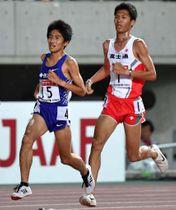 男子1万メートルで優勝した田村(左)。右は2位の坂東