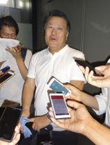W杯から帰国し取材に応じる日本サッカー協会の田嶋幸三会長=17日午前、成田空港
