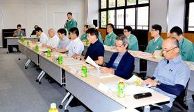 四国電力が伊方原発3号機の特重施設について説明した伊方町環境監視委員会=13日午後、町役場