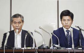 記者会見で涙ぐみながら話す真菜さんの父上原義教さん(左)と真菜さんの夫=20日午後、東京・霞が関の司法記者クラブ