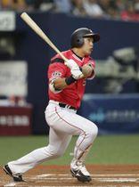 6回ロッテ2死一、三塁、安田が右翼線に適時二塁打を放つ=京セラドーム