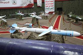 武装組織が開示したミサイルとドローン。イエメン国内で撮影されたとみられる(ロイター=共同)