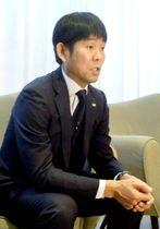 サッカー南米選手権の1次リーグで敗退し、帰国前に取材に応じる日本代表の森保監督=25日、ブラジル・ベロオリゾンテ(共同)