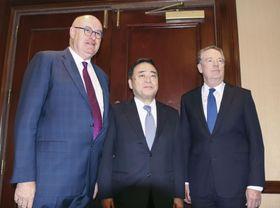 貿易相会合に出席した(左から)ホーガン欧州委員、梶山経産相、ライトハイザー米通商代表=14日、ワシントン(共同)