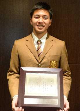 高校野球 添田前主将(作新)に記念盾 日本学生野球協会表彰