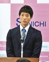 「高校で大きく育ててもらって感謝している」と語った田嶋大樹投手=佐野市で