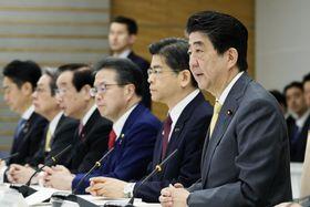 IR整備推進本部の会合であいさつする安倍首相=26日午前、首相官邸