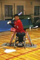 「大会を盛り上げ、競技の魅力を広めたい」と打撃練習に励む江南さん