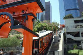 米ロサンゼルスで運行が再開された「エンジェルス・フライト」=1日(共同)