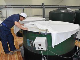 新製法の「トリプル発酵製法」を開発した林本店の酒蔵=30日午後、各務原市那加新加納、同社
