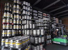 ラグビーW杯に向け大量のビール樽が搬入される「ワタショウ」の流通センター=17日、札幌市中央区(植村佳弘撮影)