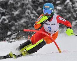 【女子回転】1本目のリードを守り2連覇を果たした千葉(青森山田高)=大鰐温泉スキー場