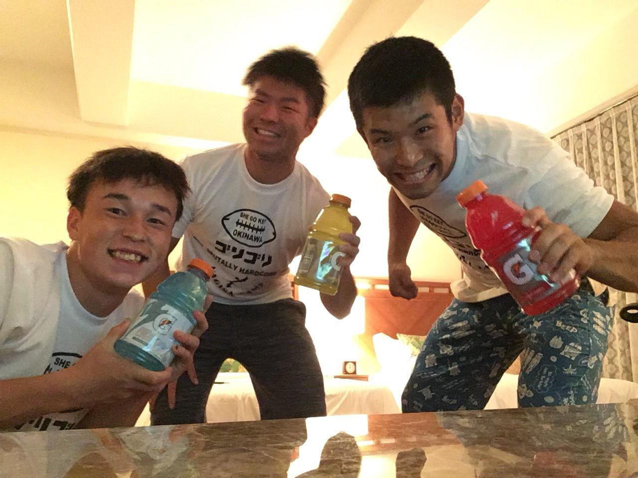 「タモン式渚のキャンプ」に参加した(左から)シルツ壮馬、石井侑志、植木宏太郎の3選手=提供・中村多聞さん