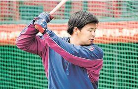打撃練習でバットを振り込む浅村(楽天野球団提供)