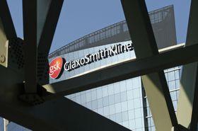 英製薬大手グラクソ・スミスクラインの建物=2009年4月、ロンドン(AP=共同)